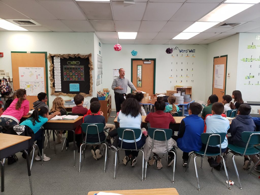 Dave Dinger speaks fourth grade students